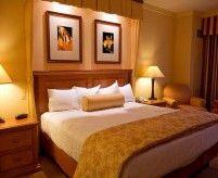 Идеи оформления стены изголовья кровати в спальне