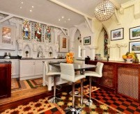 Кухня и столовая в готическом стиле: признаки стиля, примеры, мебель