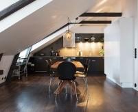 Скандинавская квартира-студия на мансарде под шатровой крышей