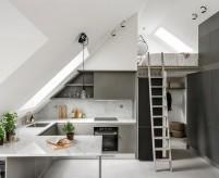 Квартира-студия в мансарде, спальня под крышей, 38 кв.м