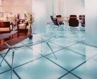 Стеклянный пол для интерьера: типы покрытий, декор под стеклом, идеи, фото