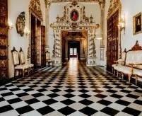 Шахматная раскладка напольной плитки, варианты и креативные идеи