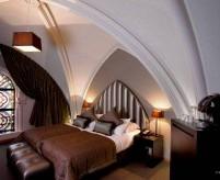 Спальня в готическом стиле, интерьеры и мебель